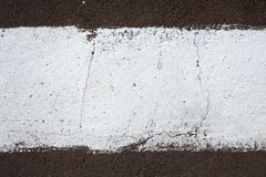 Streifen der weißen Farbe auf der Pflasterung Stockfoto