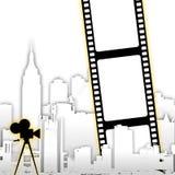 Streifenhintergrund des abstrakten Filmes mit stilisierten Stadtskylinen Stockfotografie