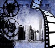 Streifenhintergrund des abstrakten Filmes mit stilisierten Stadtskylinen und -projektor Stockfotografie