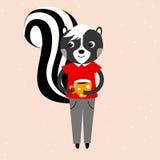 Streifenskunkkerl in einem roten Hemd und in grauen Hosen, Stinktier hält eine Schale coffe Stockfotos