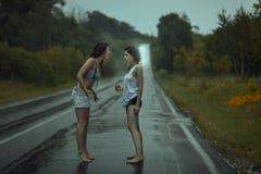 Streit mit zwei Frauen Lizenzfreies Stockbild