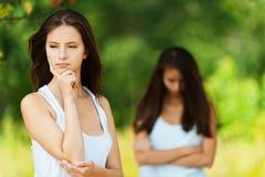 Streit mit zwei Freundinnen Lizenzfreies Stockfoto
