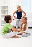 Streitene und kämpfende Kinder Lizenzfreie Stockfotos