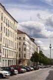 Strelitzer Strasse и немец Fernsehturm башни телевидения Belin Стоковое Фото