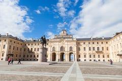 Strelna, Świątobliwy Petersburg Rosja, Maj, - 26, 2017: Konstantinovsky pałac i zabytek Peter Wielki obrazy royalty free