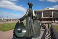 Strelna, РОССИЯ - 10-ое июля 2014: Фото детали памятника стоковые фото
