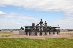 Strelna Россия Скульптурная группа королевская семья для прогулки стоковое фото