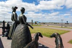 Strelna Россия Скульптурная группа королевская семья для прогулки стоковые изображения