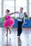 Strelskiy Aleksander и Ratomskaya Анна выполняют латино-американскую программу Juvenile-1 Стоковые Фото