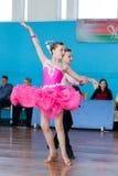Strelskiy Aleksander en Ratomskaya Anna Perform jeugd-1 Latijns-Amerikaans Programma Stock Afbeeldingen