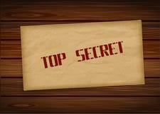Streng geheim Umschlag auf hölzernem Hintergrund Auch im corel abgehobenen Betrag Stockfotografie