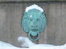 Streng gezicht van een bronsleeuw Stock Foto