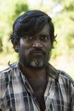 Streng-kijkend Tamil mens Stock Foto