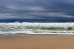 Streng onweer op zee stock foto's