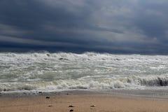 Streng onweer op zee royalty-vrije stock afbeeldingen