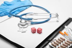 Stres i depresja od uprawiać hazard nałóg, traktowanie lekarką zdjęcia royalty free