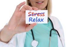 Stres stresujący się relaksuje zrelaksowanej burnout chorej choroby zdrową lekarkę Obraz Stock