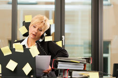 Stress im Büro - Multitasking. Woman having stress in the office - multitasking and time managemant Royalty Free Stock Photo