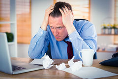 Stressad affärsman With Head i händer Arkivbild