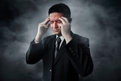 Stressad affärsman på rökbakgrund Fotografering för Bildbyråer