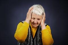 Stressad deprimerad äldre kvinna Arkivfoton