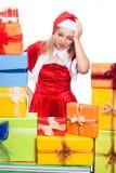 Stressad julkvinna med gåvor Arkivfoto