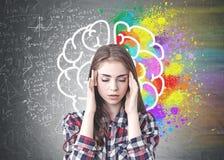 Stressad kvinna, färgrik hjärna royaltyfri foto