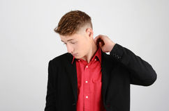 Stressad ung affärsman som ner ser. Royaltyfria Bilder