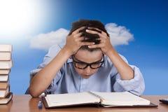 Stressat barn studien arkivbilder