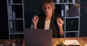 Stressed businesswoman receiving bad news on laptop. Stressed businesswoman reacting angrily after receiving bad news on laptop screen stock video