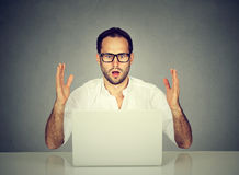 Stressed man looking at laptop computer Royalty Free Stock Images