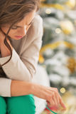 Stressed young woman in front of christmas tree Royalty Free Stock Photography