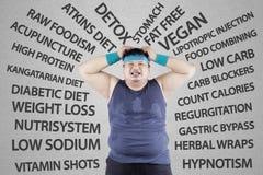 Stressig man som har viktproblem Arkivbild