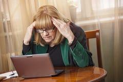Stressige Arbeit zu Hause Lizenzfreies Stockbild