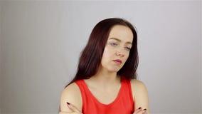 Stressige Arbeitsüberlastung für eine junge Frau stock footage