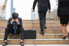 Stresu smutny biznesmen w mieście obraz royalty free