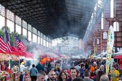 Stret食物的人们在都灵,意大利游行 库存照片