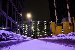Stret e parcheggio di notte fotografia stock libera da diritti