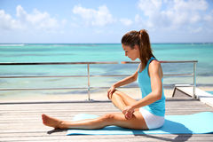 Stretching exercises by the beach Royalty Free Stock Photos