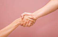 Stretta di mano della donna e dell'uomo + PERCORSO Fotografia Stock Libera da Diritti