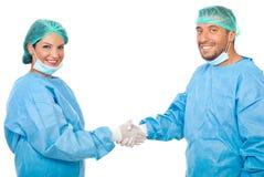 Stretta di mano della squadra dei chirurghi Fotografia Stock Libera da Diritti