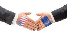 Stretta di mano U.S.A. e UE Immagine Stock