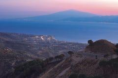 Stretto di Messina dopo il tramonto Fotografie Stock Libere da Diritti