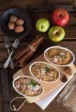 Streusel ξύλων καρυδιάς της Apple κέικ Στοκ εικόνες με δικαίωμα ελεύθερης χρήσης
