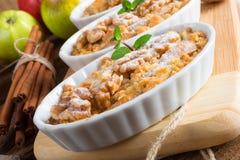 Streusel ξύλων καρυδιάς της Apple κέικ Στοκ Εικόνες