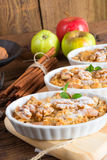 Streusel ξύλων καρυδιάς της Apple κέικ Στοκ φωτογραφία με δικαίωμα ελεύθερης χρήσης