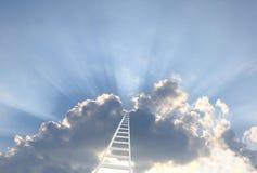 Strichleiter im Himmel lizenzfreie stockfotos