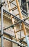 Strichleiter und Baugerüst Lizenzfreie Stockbilder