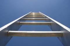 Strichleiter zum Himmel lizenzfreies stockbild