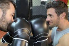 Strid av två boxare arkivfoton